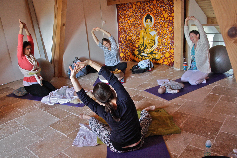 Séance Yoga postnatal avec bébé