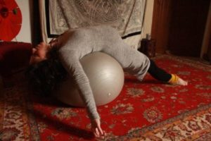 Yoga prénatal Posture du pont aménagé